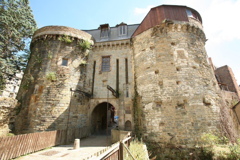 Puertas Mordelaises y murallas