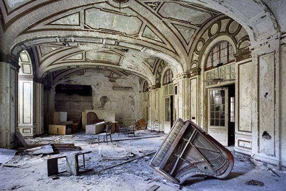 186549-ballroom-lee-plaza-hotel-detroit-2006-c-yves-marchand-et-romain-meffre-bd-1-2320