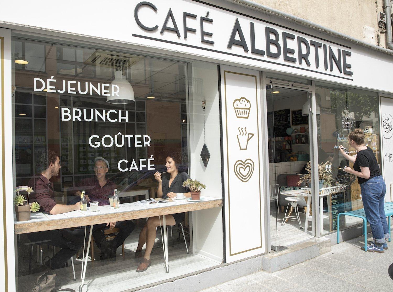 Leila au Café Albertine
