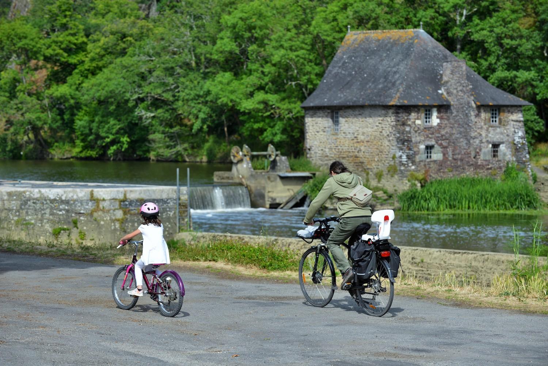 Balade à vélo en famille au bord de la Vilaine