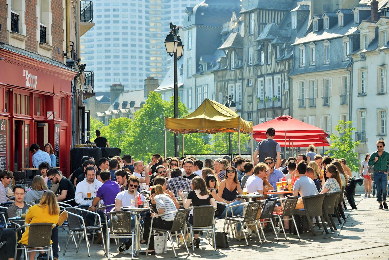 Terrasses Place des Lices à Renness
