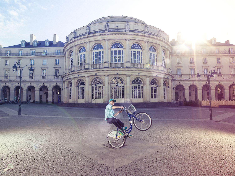 Vélo Star devant l'Opéra de Rennes