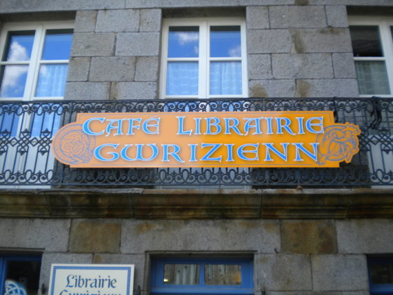 cafe-librairie-gwrizenn-becherel-1140