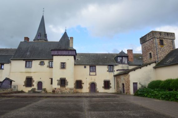 l-hermitage-commanderie-parvis-b-5301