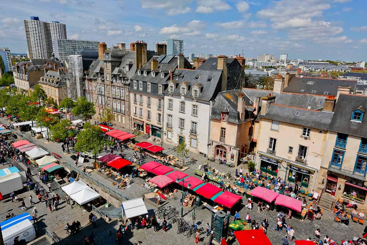 Place et marché des Lices à Rennes