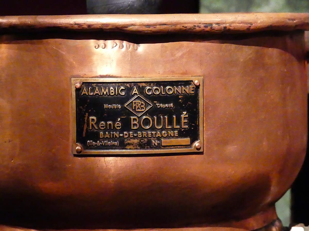 Alambic authentique destiné à fabriquer de l'eau de vie