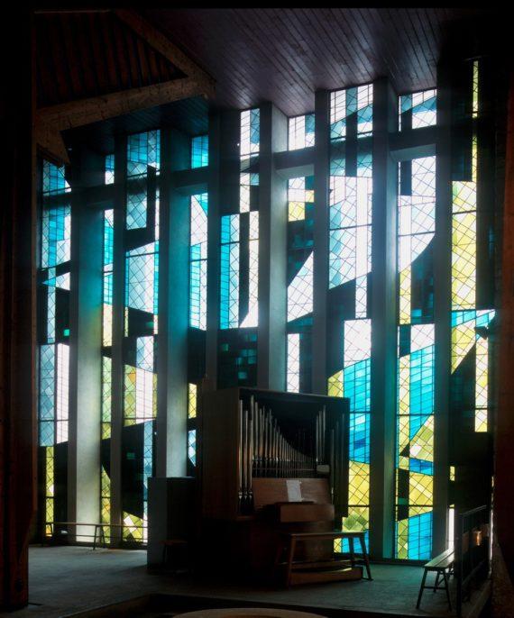 eglise-st-yves-vitrail-choeur-baptistere-Rennes- Arret sur le patrimoine 2020
