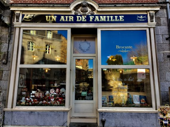 un-air-de-famille-salon-de-the-brocante-a-becherel-2944