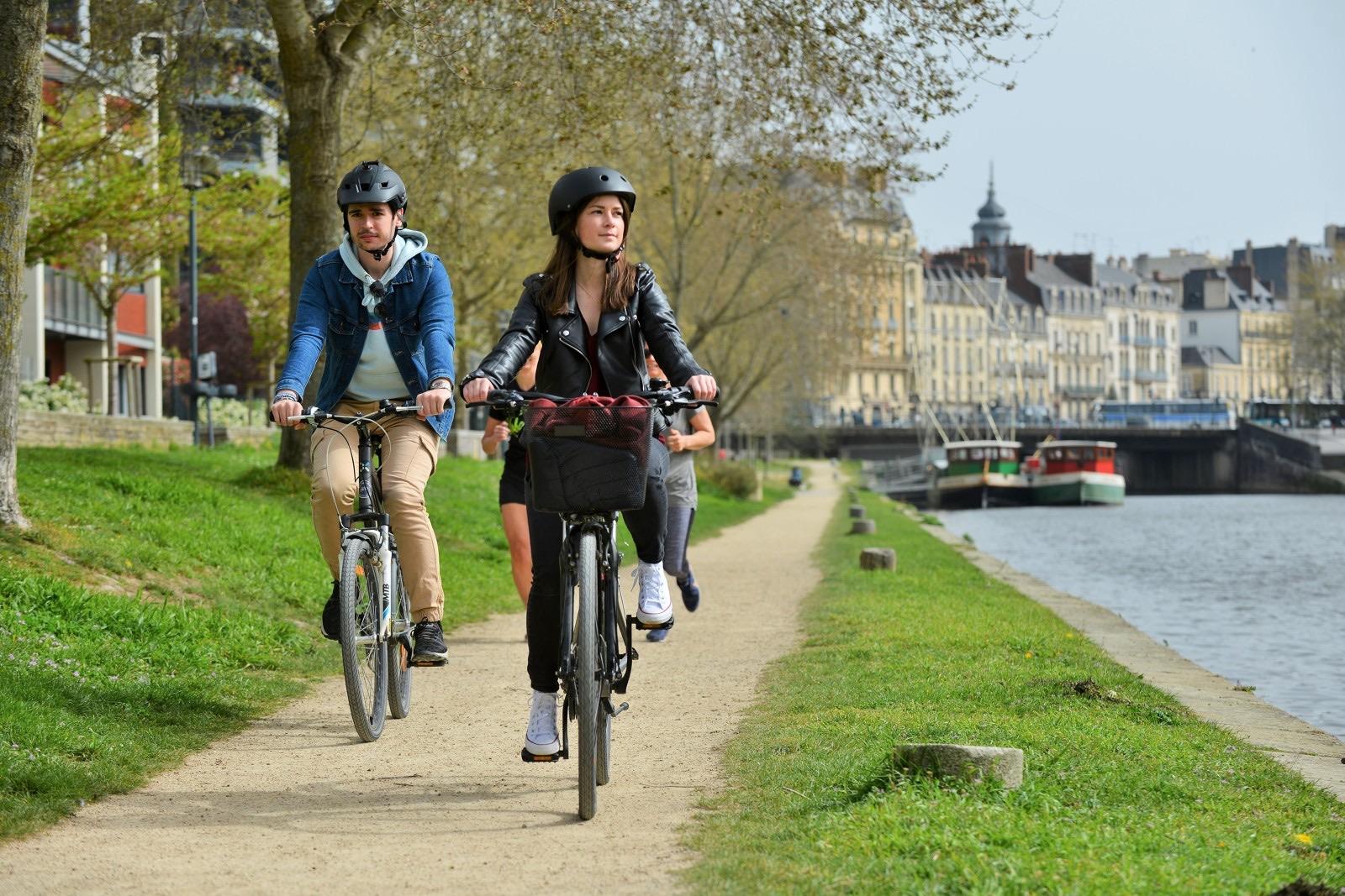 Balade à vélo sur le halage à Rennes