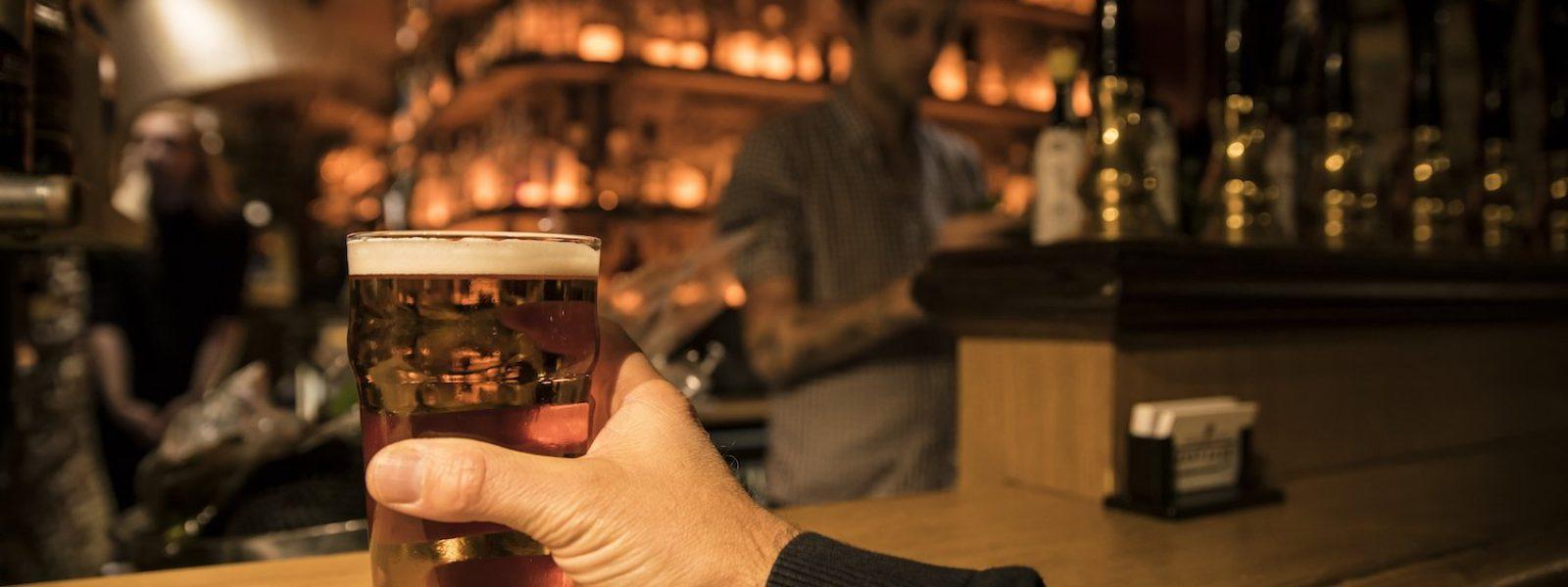 Boire une bière locale à Rennes