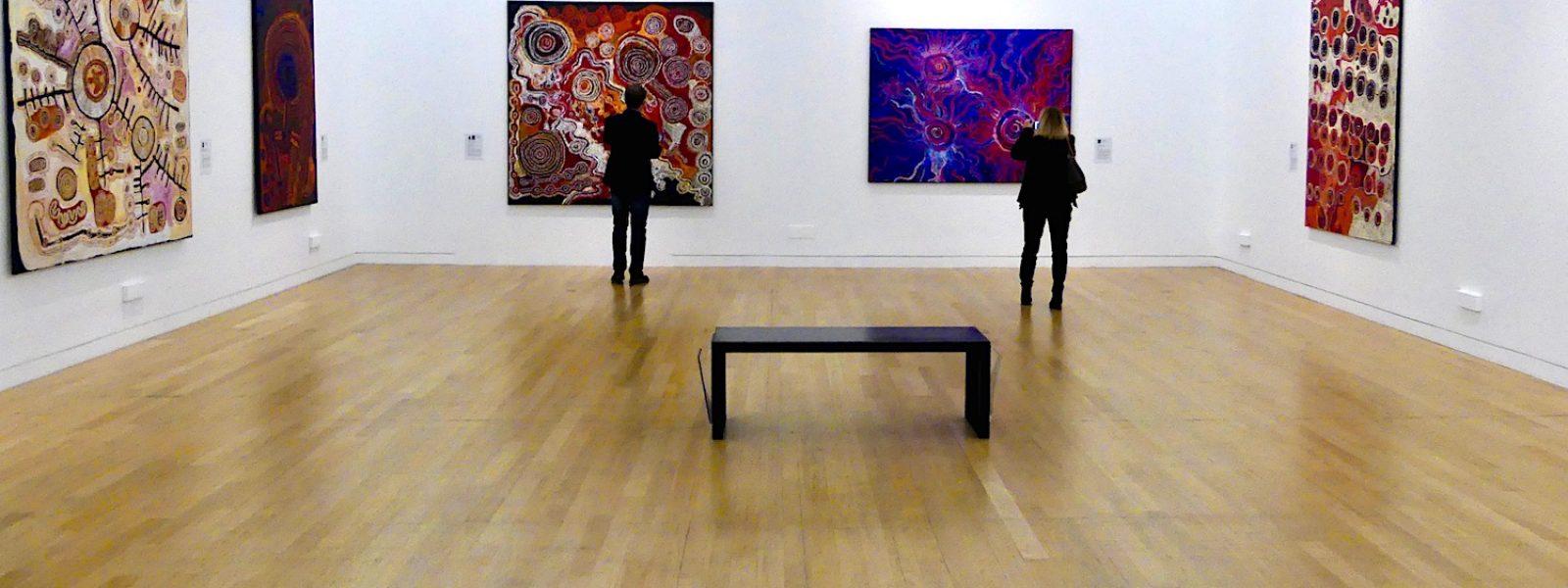 Exposition d'art aborigène au musée