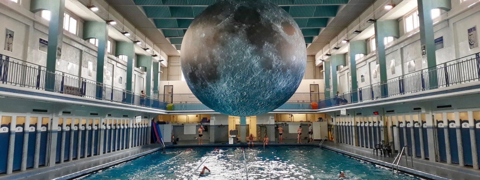 «Museum of the Moon» de Luke Jerram à la piscine Saint-Georges à Rennes