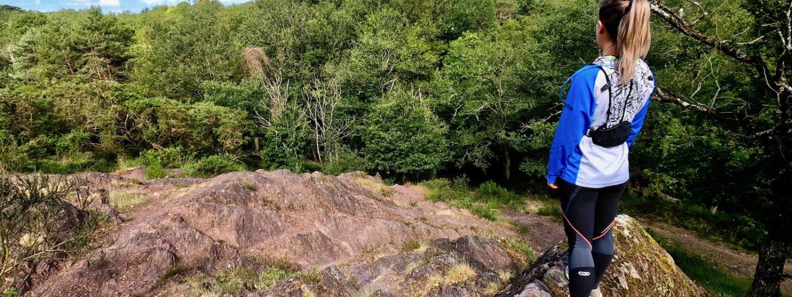 Trail dans la vallée rouge et verte